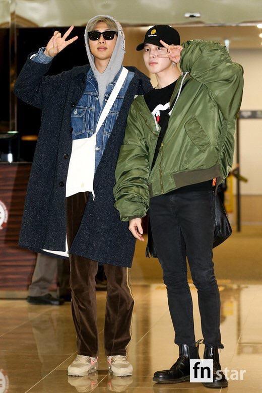 空港にいるRMとジミン